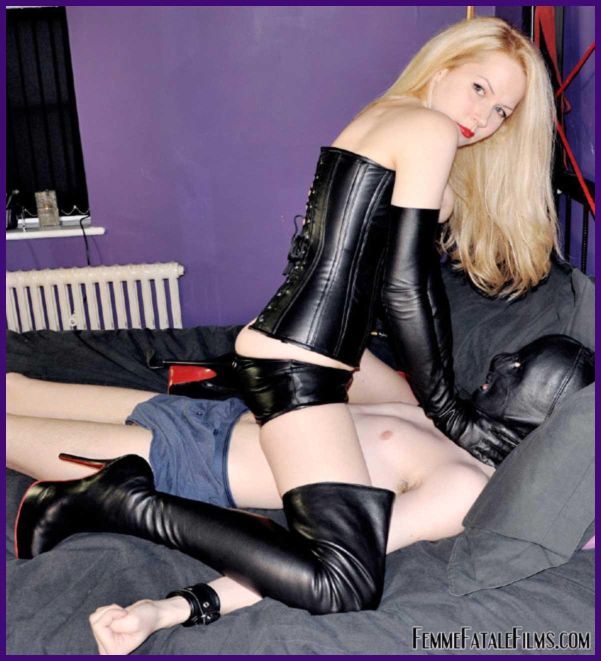 Eleise lacy mistress de Patronage. For